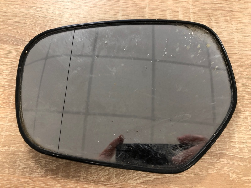 Зеркальный элемент Mitsubishi Grandis NA4W 4G69 2004 левый (б/у)