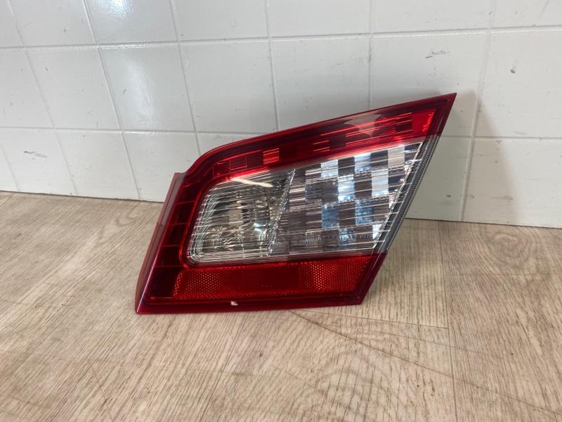 Фонарь в крышку багажника Mitsubishi Galant DM1A 4G69 2008 задний правый (б/у)