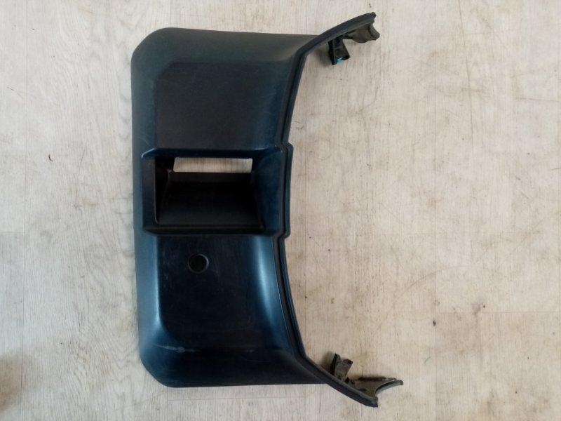 Накладка крышки багажника Mitsubishi Pajero 4 V87W 4M41 2006 задняя (б/у)