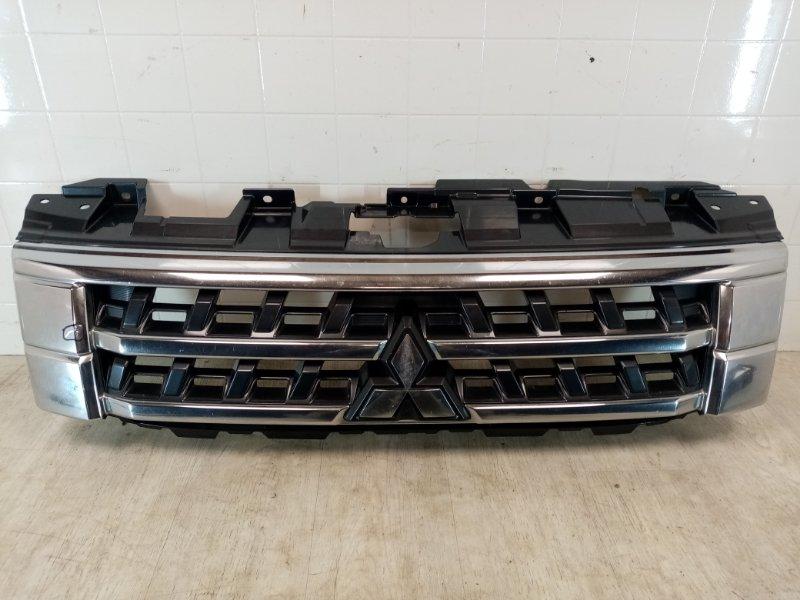 Решетка радиатора Mitsubishi Pajero 4 V87W 6G72 2014 (б/у)