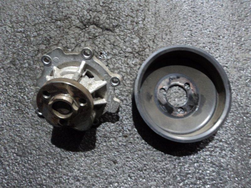 Помпа водяная Opel Astra Z16XEP (б/у)
