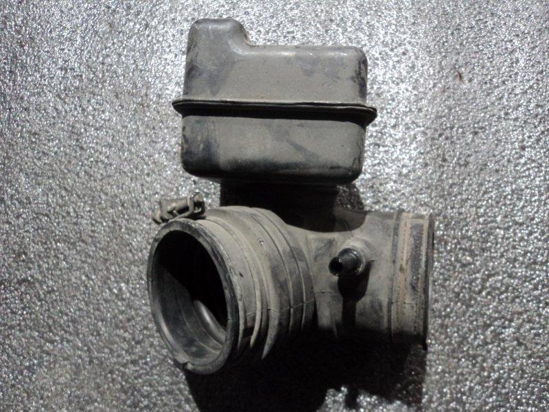 Патрубок воздушного фильтра Hyundai Santa Fe SM G4JS (б/у)