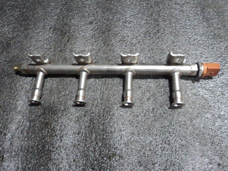 Топливная рейка с датчиком давления Audi A1 8X1 CBZA (б/у)