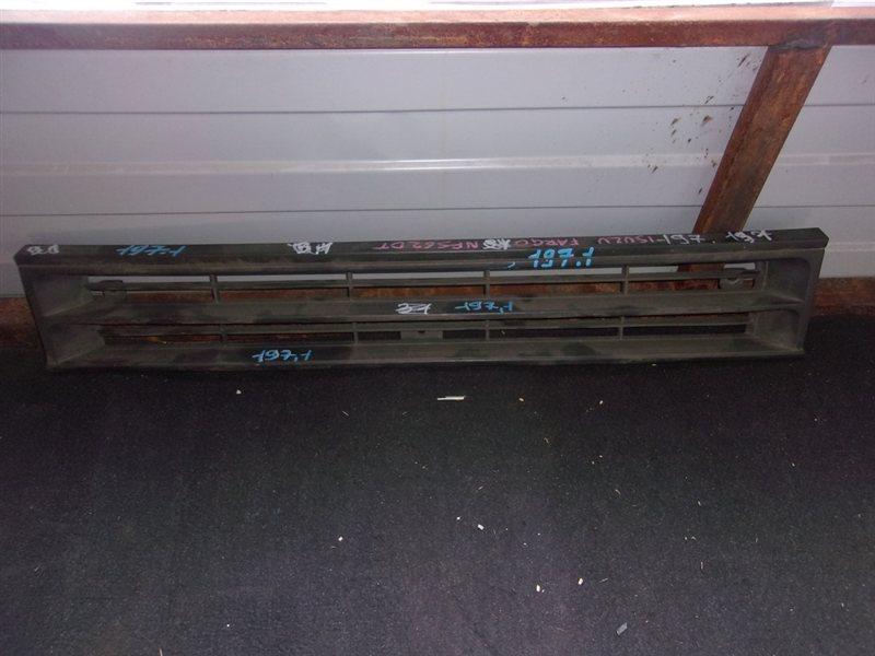 Решетка радиатора Isuzu Fargo NFS62DT (б/у)