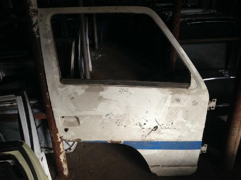 Дверь Nissan Atlas передняя правая (б/у)