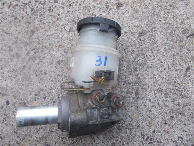 Главный тормозной цилиндр Isuzu Wizard UBS73 (б/у)