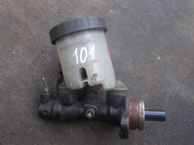 Главный тормозной цилиндр Toyota Cami (б/у)