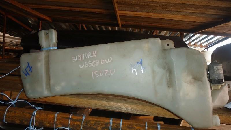 Бачок омывателя Isuzu Bighorn UBS69DW (б/у)