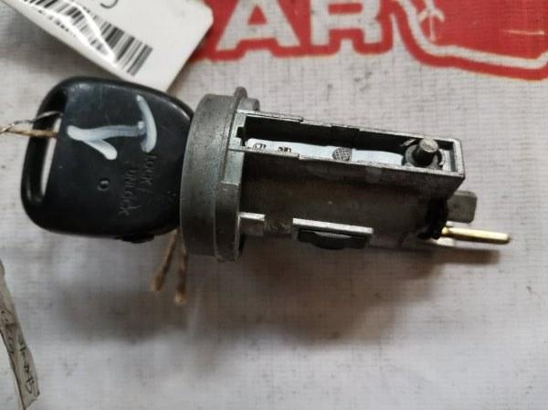 Личинка замка Toyota Vitz (б/у)