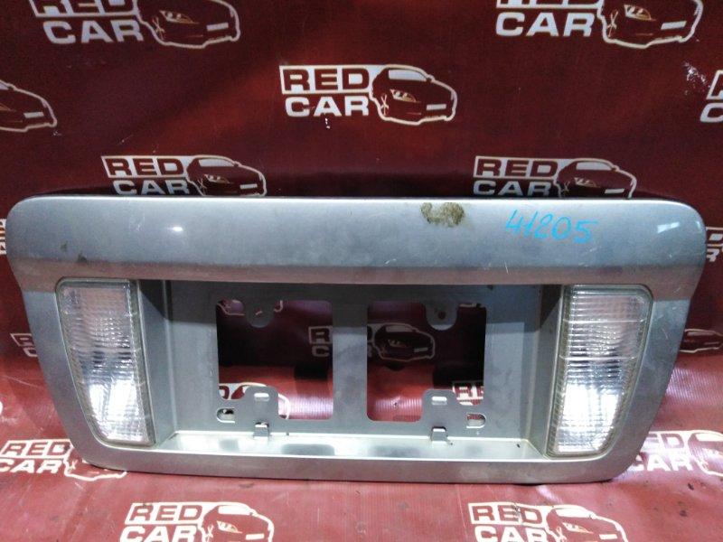 Рамка для номера Nissan Serena TNC24-205079 QR20 2002 задняя (б/у)