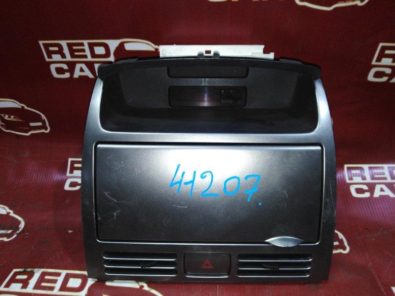 Центральная консоль Nissan Wingroad WHNY11-300892 QG18 2002 (б/у)
