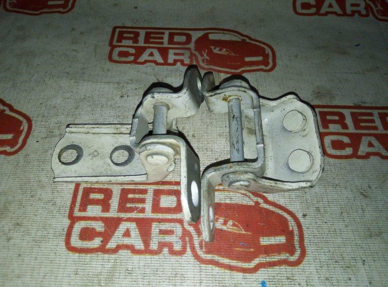 Петля двери Toyota Corolla Spacio ZZE124 задняя правая (б/у)