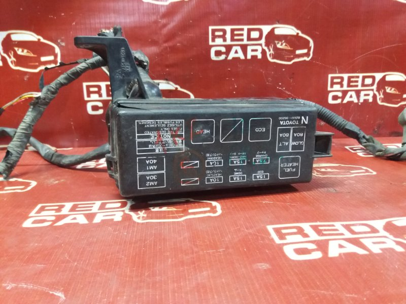 Блок предохранителей под капот Toyota Grand Hiace KCH16 1KZ (б/у)