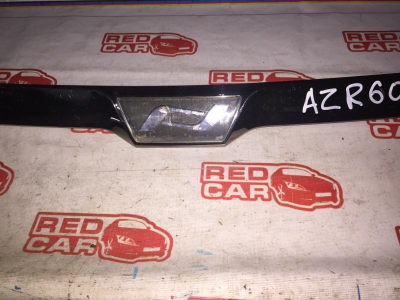 Молдинг капота Toyota Noah AZR60 1AZ (б/у)