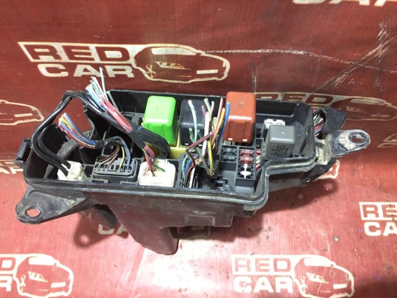 Блок предохранителей под капот Toyota Hiace Regius RCH41-0023124 3RZ 1998 (б/у)