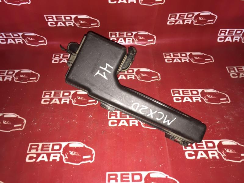 Блок предохранителей под капот Toyota Pronard MCX20 (б/у)