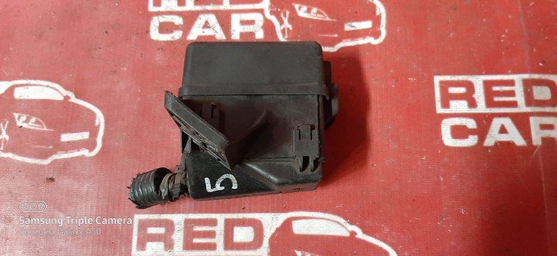 Блок предохранителей под капот Toyota Belta SCP92 2SZ (б/у)