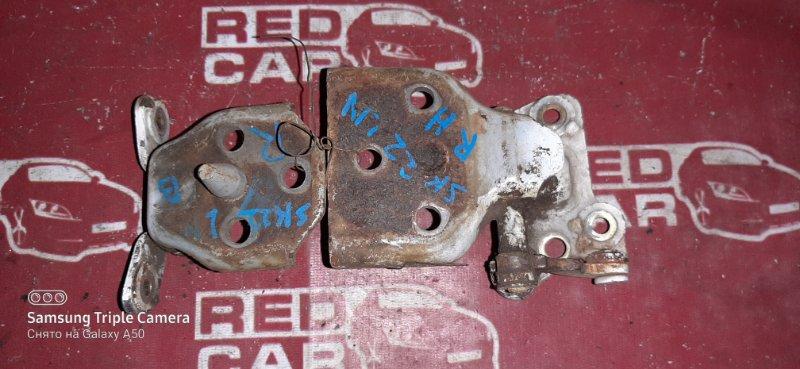 Петля двери Nissan Vanette SK22LN R2 (б/у)