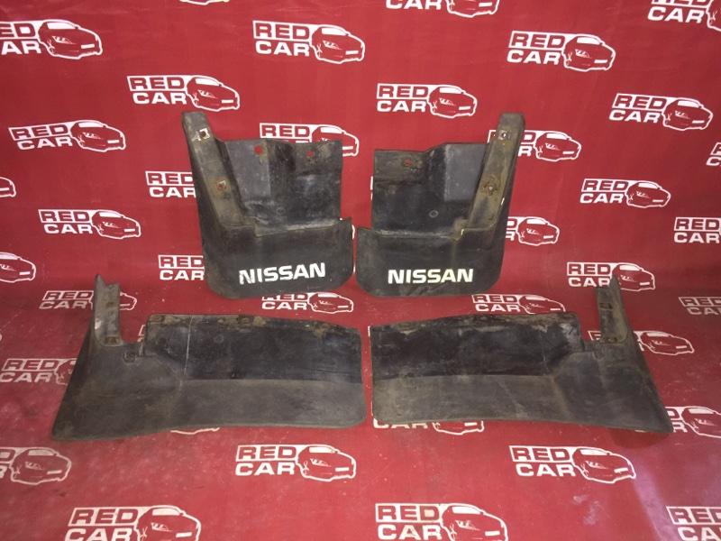 Брызговики комплект Nissan Caravan VRMGE24 TD27 (б/у)