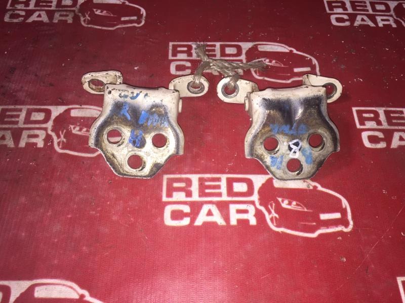 Петля двери Toyota Dyna XZU411 S05D передняя правая (б/у)