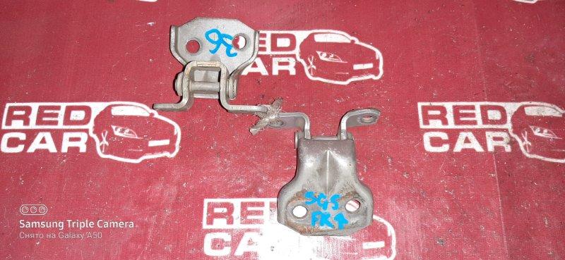 Петля двери Subaru Forester SG5 EJ20 передняя правая (б/у)