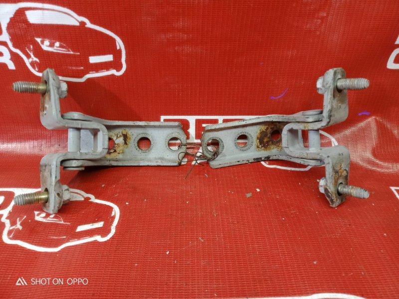 Петля двери Mitsubishi Pajero Io H76W-0122782 4G93 2000 передняя правая (б/у)