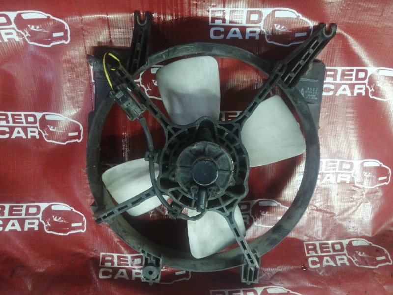 Диффузор радиатора Mazda Demio DW3WF-115832 B3-588838 1998 (б/у)