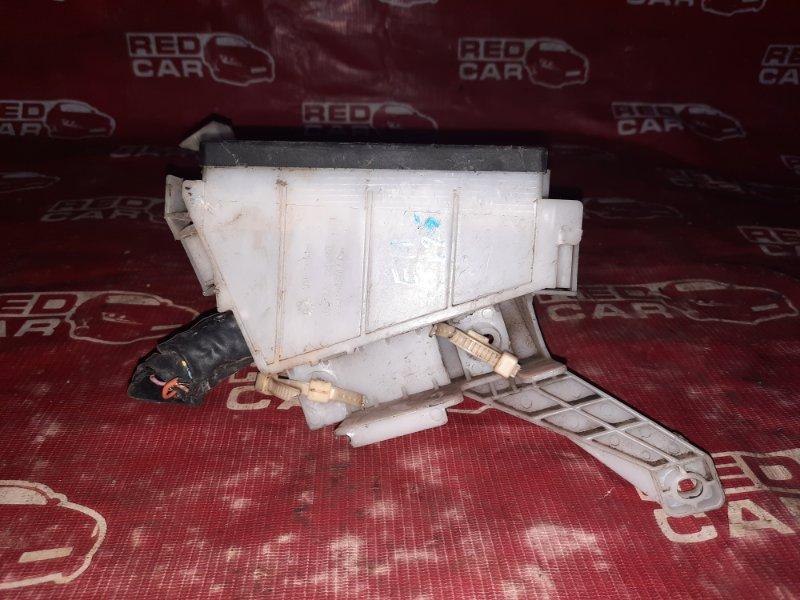 Блок предохранителей под капот Nissan Note E11-029106 HR15-101835 2005 (б/у)