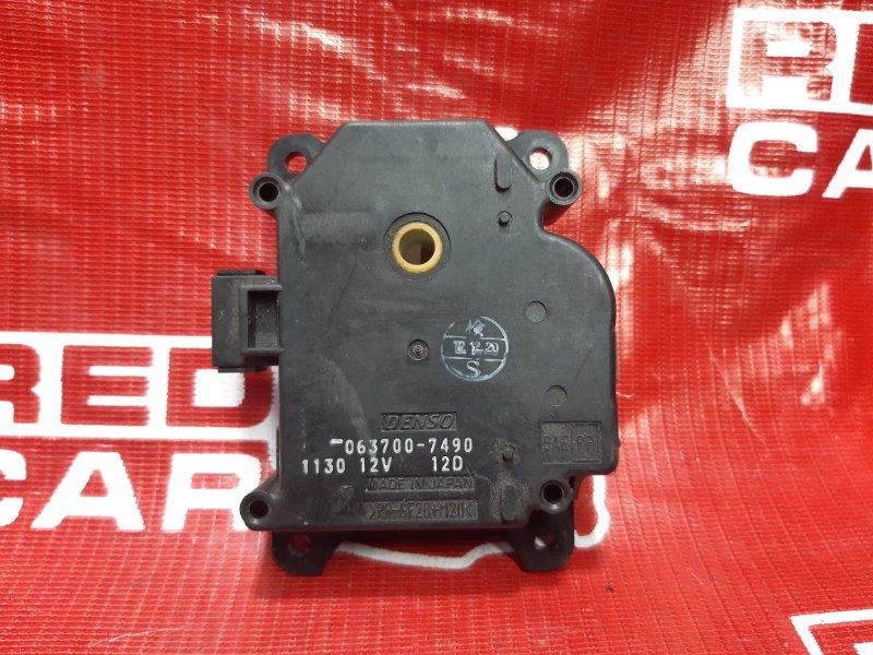 Сервопривод заслонок печки Toyota Ist NCP65-0012522 1NZ 2002 (б/у)