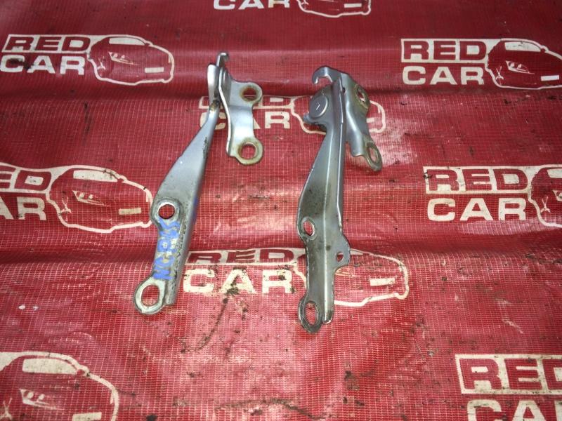 Петля капота Toyota Ist NCP65-0012522 1NZ 2002 (б/у)