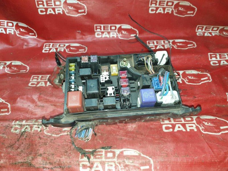 Блок предохранителей под капот Toyota Noah SR50 (б/у)