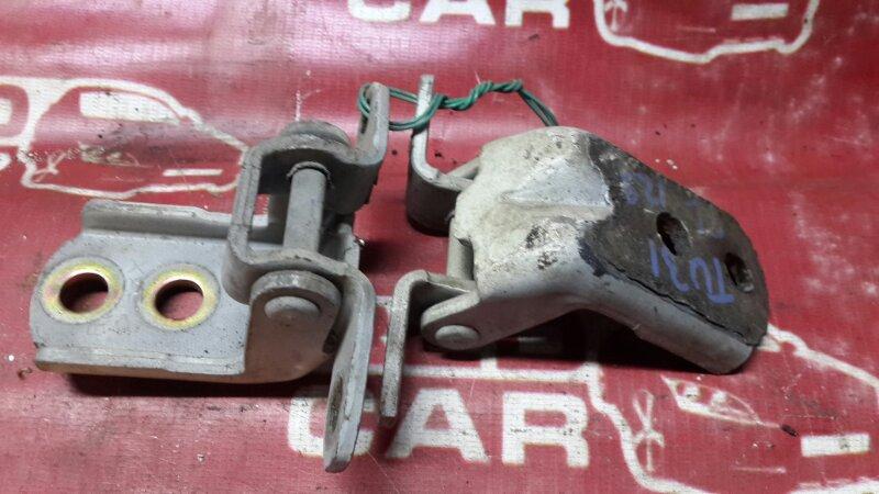 Петля двери Nissan Presage TU31-015778 QR25 2003 передняя левая (б/у)