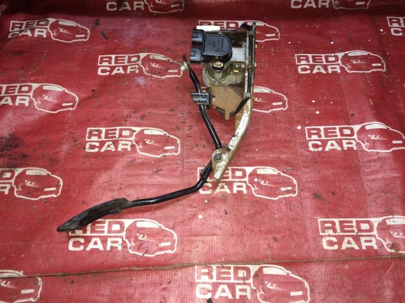 Педаль газа Nissan Elgrand AVWE50-010398 QD32-035887A 1997 (б/у)