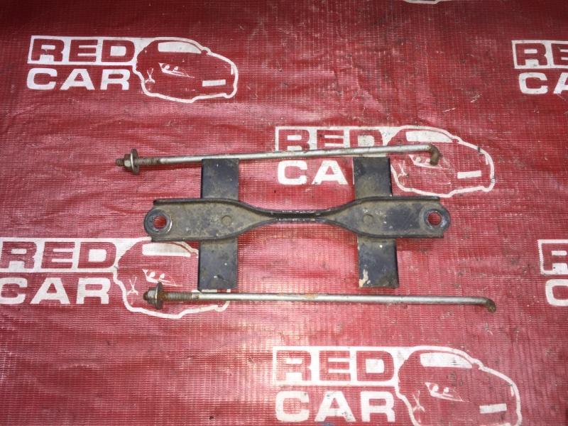 Крепление аккумулятора Toyota Vitz SCP10 1SZ (б/у)