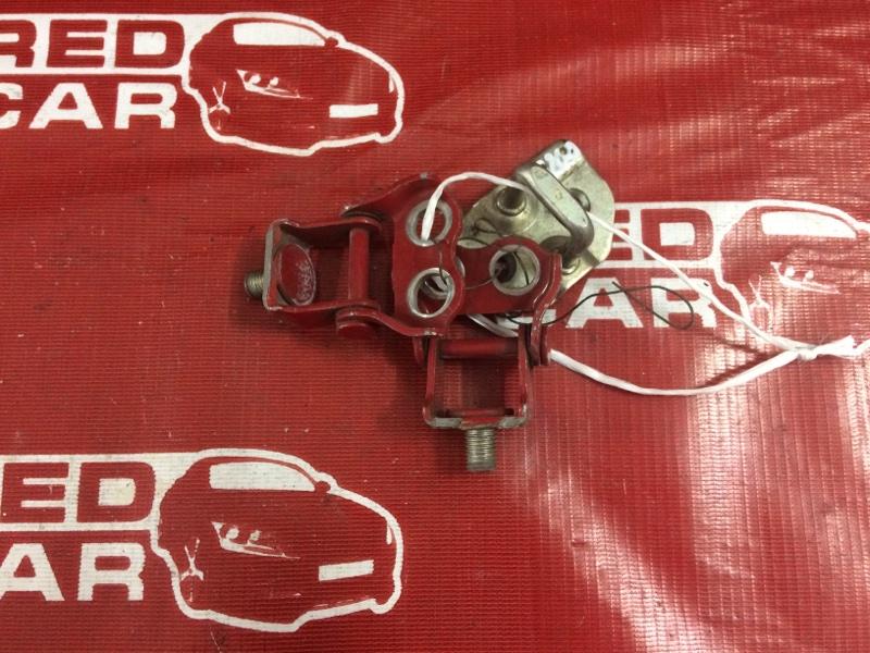 Петли 5-й двери Toyota Ist NCP60 задние (б/у)