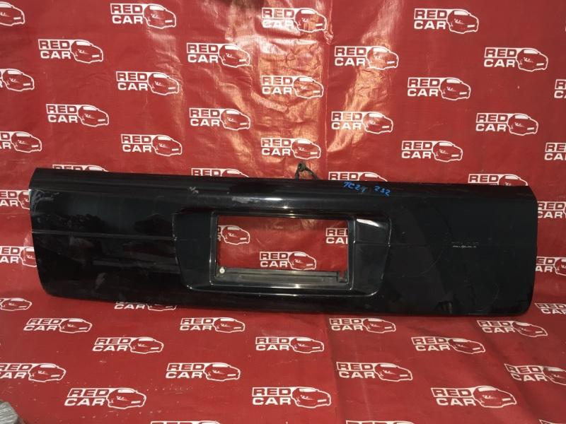 Накладка 5-й двери Nissan Serena TC24-327393 QR20 2005 (б/у)