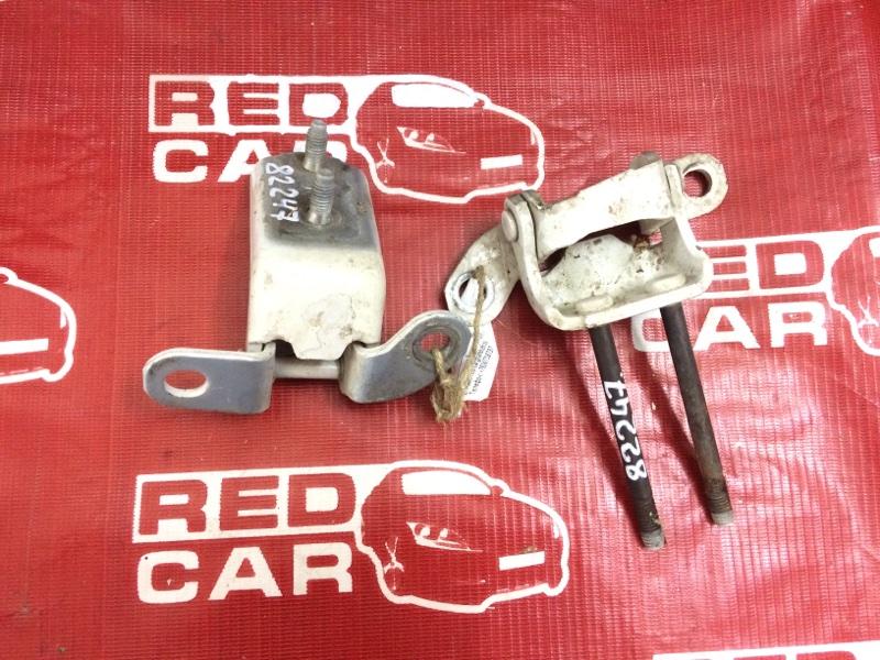 Петля двери Toyota Cresta JZX100 задняя левая (б/у)