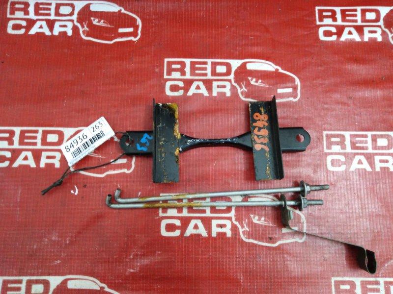 Крепление аккумулятора Toyota Platz NCP16-0022564 2NZ-3605672 2005 (б/у)