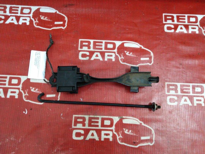 Крепление аккумулятора Toyota Vitz KSP90-5057608 1KR-0247076 2006 (б/у)
