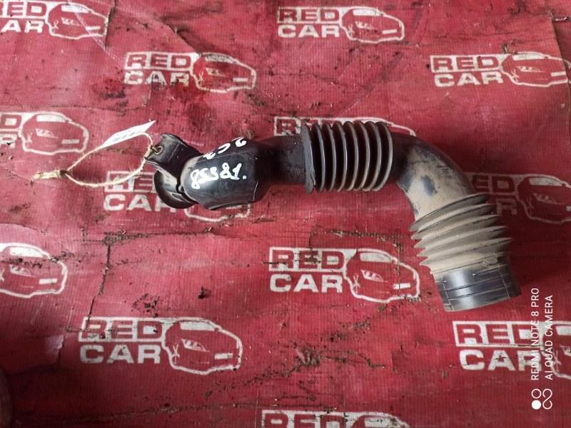 Воздухозаборник Toyota Platz NCP16-0022564 2NZ-3605672 2005 (б/у)