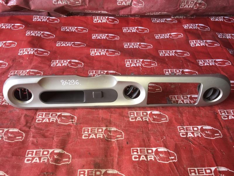 Центральная консоль Toyota Porte NNP11-5016639 1NZ-C636436 2007 (б/у)