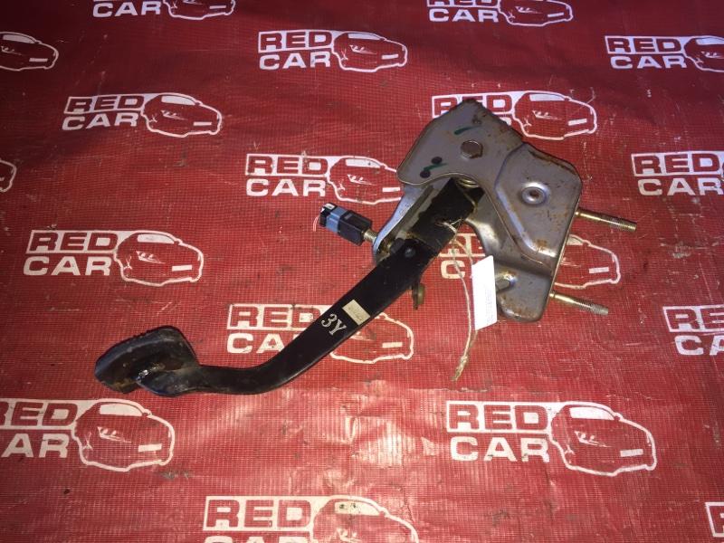 Педаль сцепления Nissan Bluebird SU14-105853 CD20-752972X 1999 (б/у)