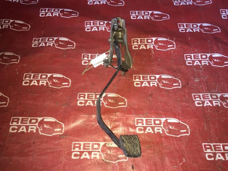 Педаль сцепления Toyota Carib AE111-7071013 4A-H371642 1999 (б/у)