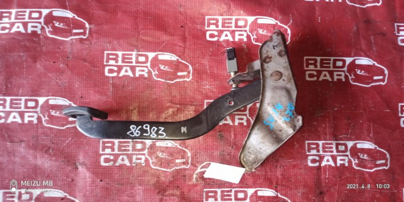 Педаль тормоза Nissan Bluebird SU14-105853 CD20-752972X 1999 (б/у)