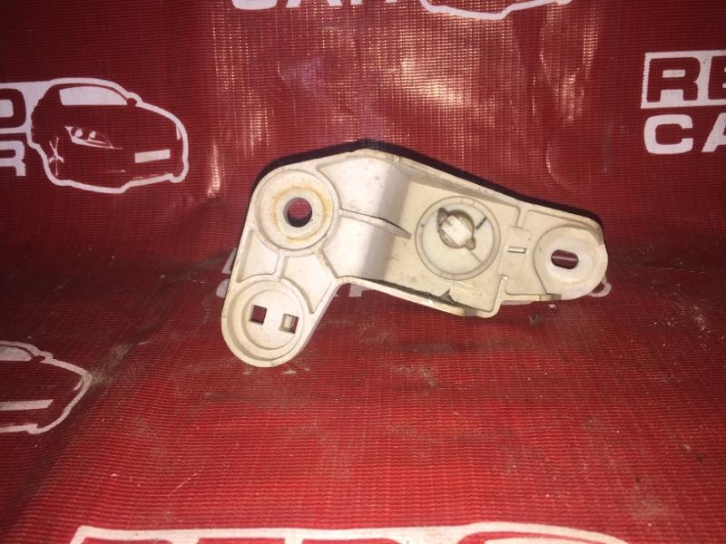 Крепление фары Mazda Demio DW3W-317229 B3 1998 левое (б/у)