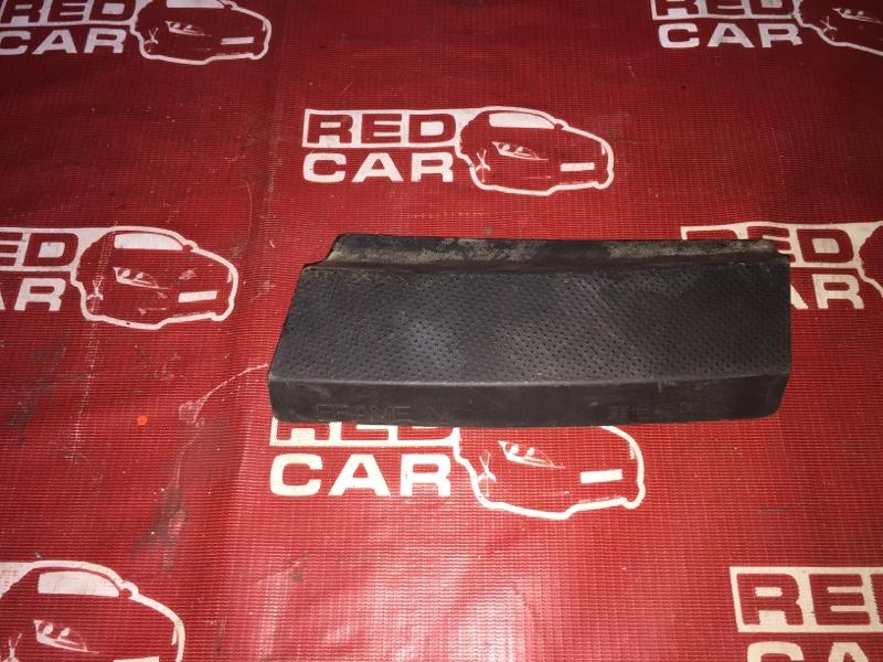 Решетка под лобовое стекло Toyota Ist NCP61-0007975 1NZ-2300529 2002 (б/у)