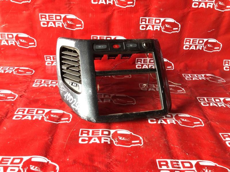 Центральная консоль Nissan Elgrand ATWE50-008758 ZD30-032753A 2000 (б/у)