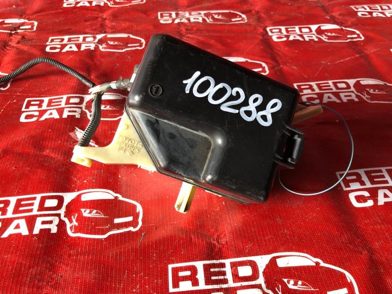 Блок предохранителей под капот Toyota Platz NCP12-0352375 1NZ-3226729 2004 (б/у)