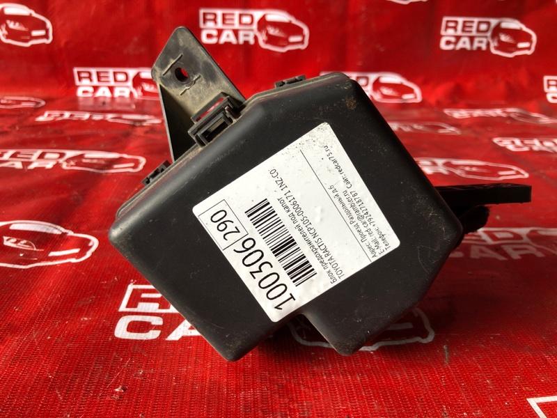 Блок предохранителей под капот Toyota Ractis NCP105-0006171 1NZ-C036969 2006 (б/у)