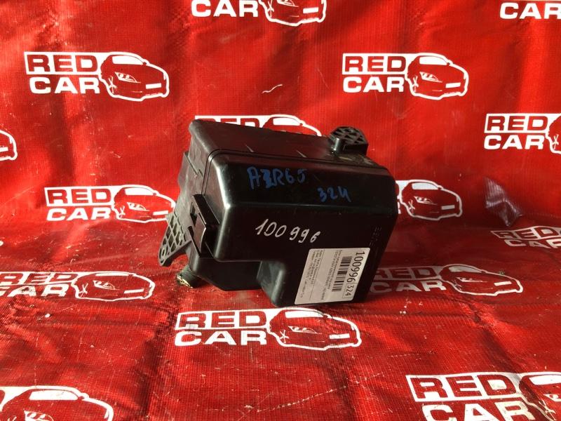 Блок предохранителей под капот Toyota Voxy AZR65-0046691 1AZ-4699992 2002 (б/у)